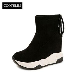 Image 2 - COOTELILI נשים קרסול מגפי פלטפורמות נעלי אישה עקבים גבוהים בתוך גובה הגדלת פו זמש מגפי תחרה עד נעלי ספורט 35 39