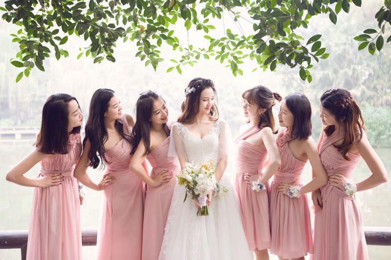 Robe De Soriee Elegante Longo Rosa Vestido Da Dama de Chiffon Plissado do Querido  Barato Simples Partido Prom Dress Vestido de noiva Vestido De Noiva 1680 ... 485689733e12