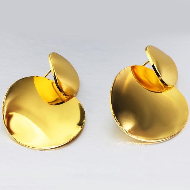 Женские серьги подвески в виде двух монет золотого цвета