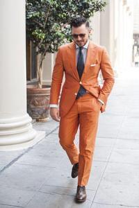 Image 1 - オレンジノッチラペル 2 ボタン男性スーツ、カスタマーオムファッションブレザー男性クールタキシードハンサム (ジャケット + パンツ + ネクタイ + ハンカチ)