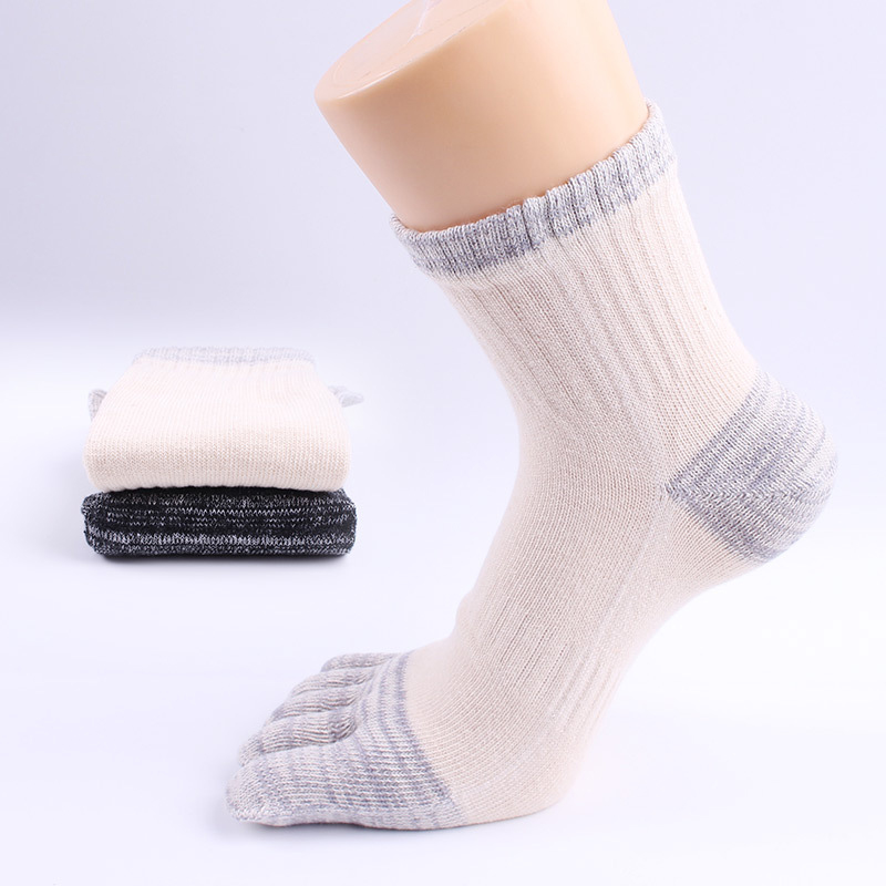 4pair/lot Fashion Autumn Winter Mens comfortable business Breathable striped cotton oe Socks Five Finger dress Socks S012