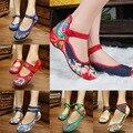 Sapatas Da Mulher Floral Chinesa azul Branco Bordado Do Vintage Loafers Zapatos Mujer Sapato Feminino Sola Macia Mulheres Flats 34-41
