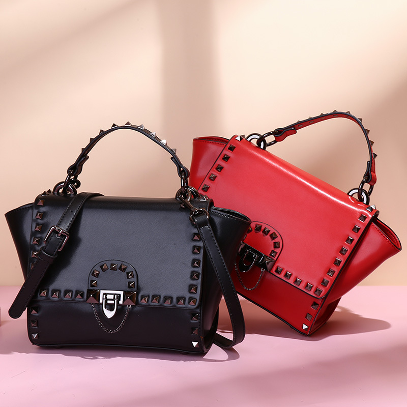 European and American fashion leather handbag 2018 bag handbag shoulder diagonal personality lock small square bag velvet bagthe european and american fashion small package pure color lock one shoulder inclined shoulder women2018messenger bag