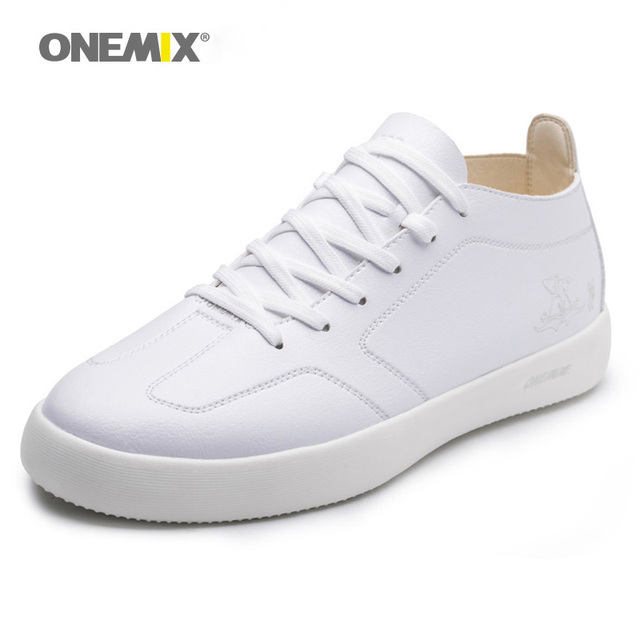2018 Spring New Men skateboarding shoes Breathable Wear Resistant Shoes Comfortable Summer White Round Toe Lace up Flat Snekaers