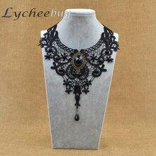 Gotický háčkovaný řetízek přes dekolt v černé barvě