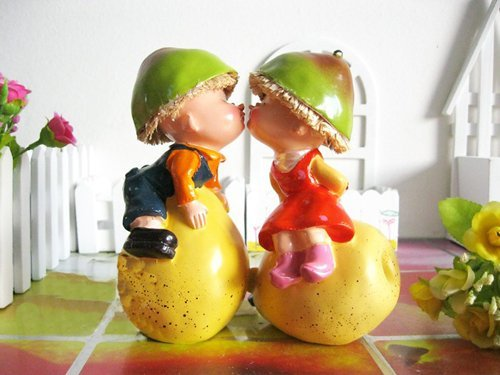 New arrival!!! free shipping handcraft painted desk decoration one pair kiss resin moppet sitting on the pear/ wedding gift