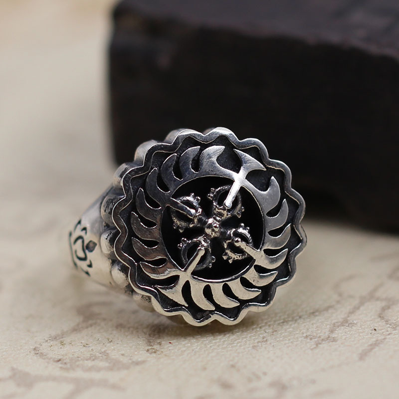 pure silver ornaments make Thai old silver cross vajra rotating ring Men and women style restoring ancient ways ring s925 pure silver men s ring personality do old restoring ancient ways the punk style the crusader s simple and closed classic