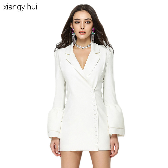 Elegantes kleid mit blazer