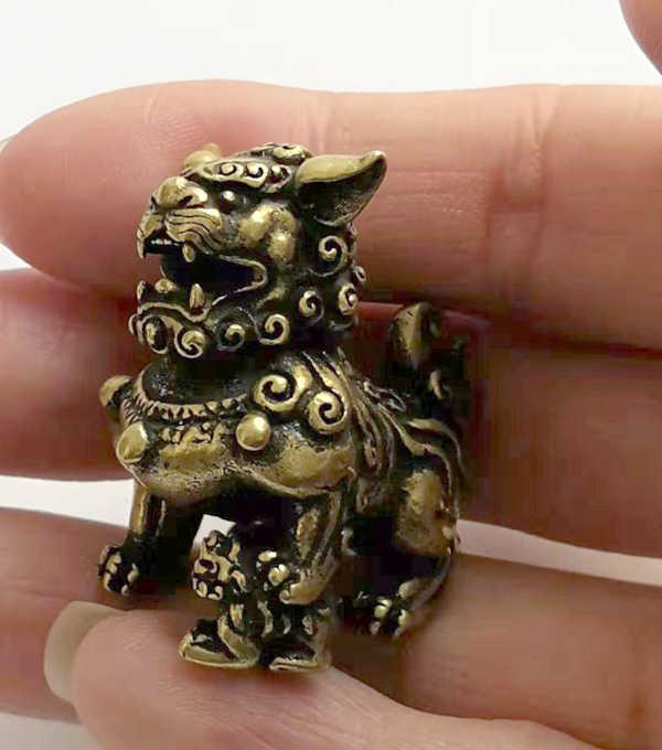 (Mini) ประณีตที่น่าสนใจสะสมตกแต่งทองเหลืองเก่าแกะสลักขนาดเล็กรูปปั้นสิงโต