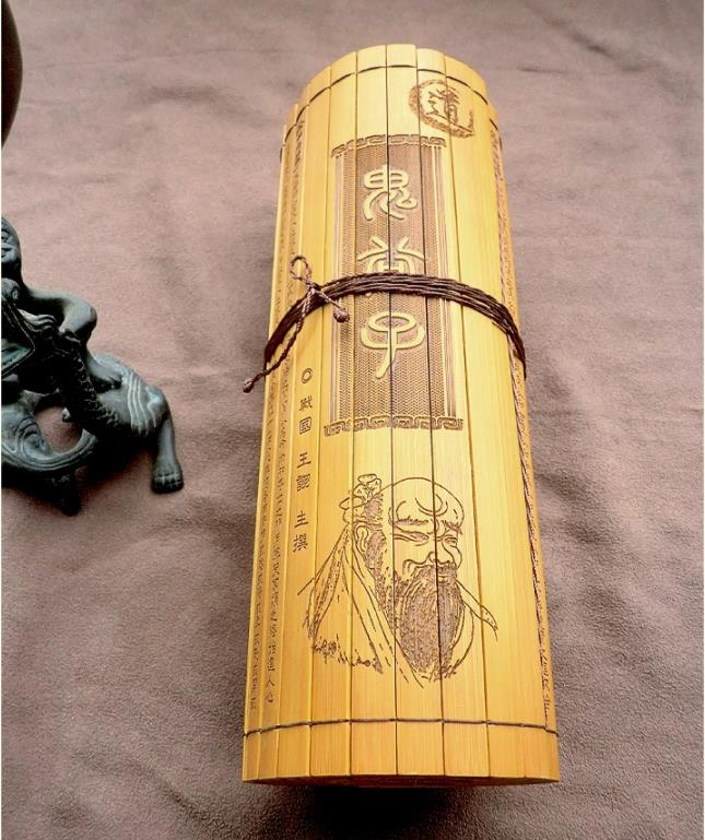 Guiguzi Complete Translation Of Chinese Classics Book / Chinese Literature Bamboo Book 131 Slice 131 X 23 Cm Bamboo Book