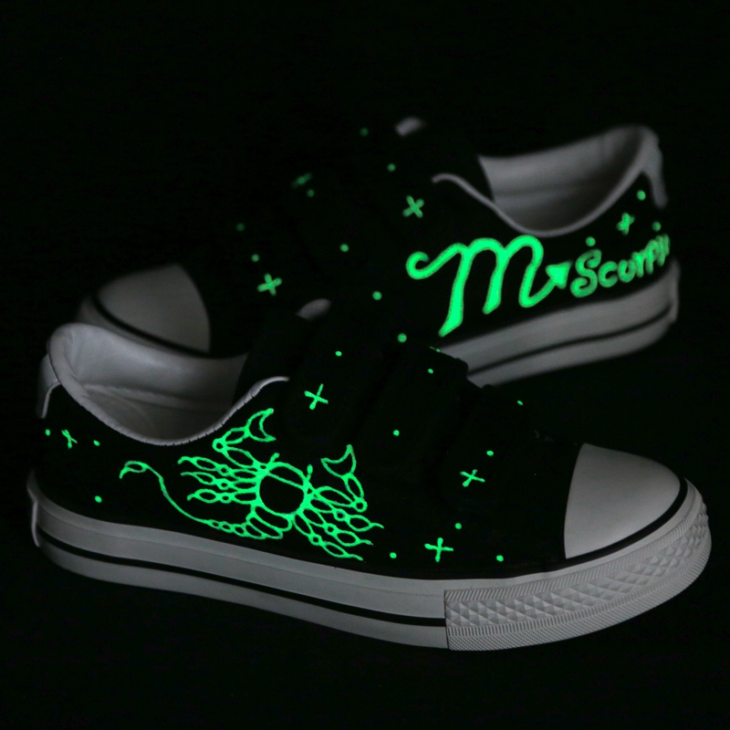 Hand Painted Scorpio Constellation Canvas Shoes Men Tenis Masculino Adulto Fashion Luminous Casual Flat Leisure Shoes Sapatos e lov pisces hand painted constellation saittarius luminous galaxy shoes canvas shoes noctilucence personalized casual shoes