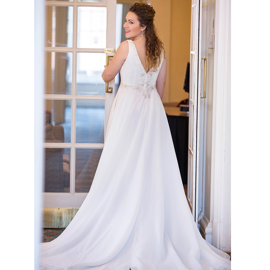 Plus Size Wedding Dress 2019 V Neck Chiffon Appliques Beach Bridal Dress Short Sleeves Cheap High quality Wedding Gowns-in Wedding Dresses from Weddings & Events    2