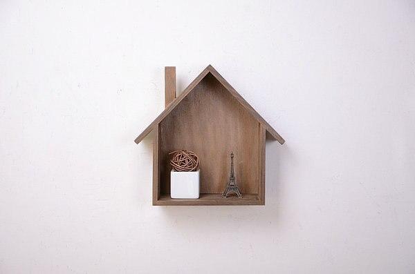 De oude houten huis zakka kruidenier bevattende doos decoratieve
