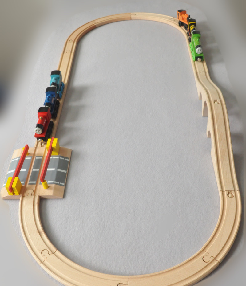 ФОТО The orbit of Thomas assembled wooden toy small magnetic train beech TOMS combined toy Intelligence Development Kids Toys