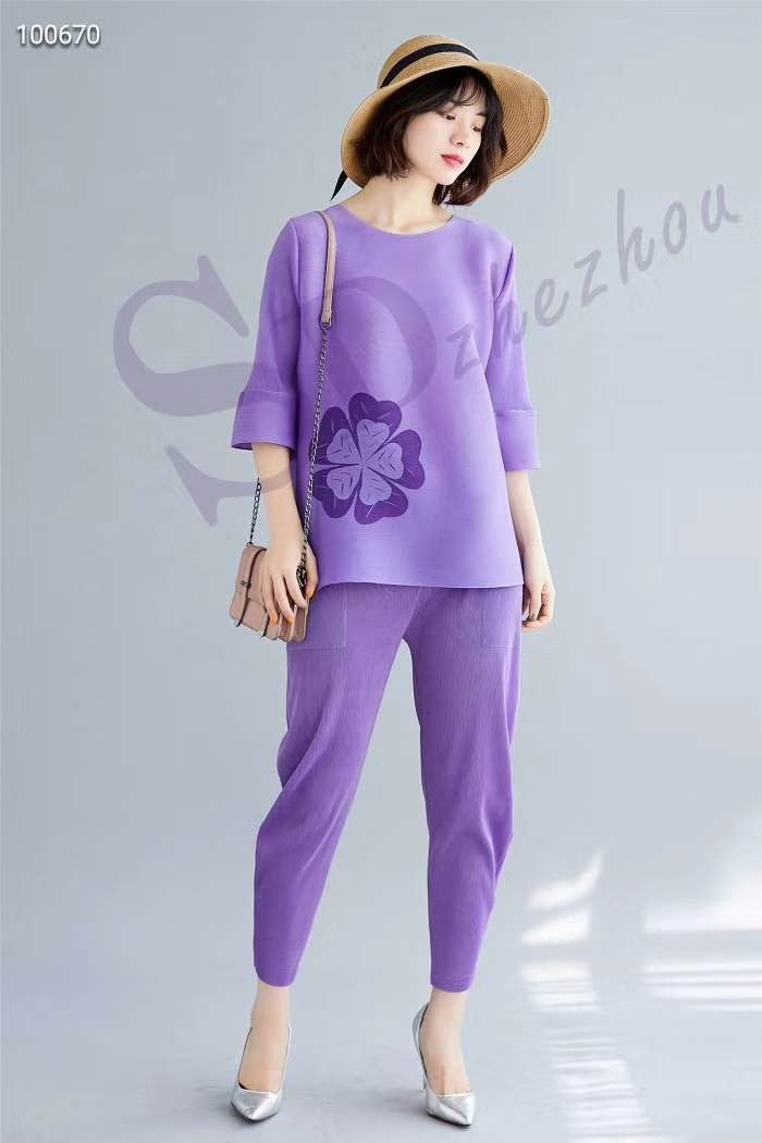 HOT SELLING  Fashion fold three quarter sleeve  applique T-shirt + leisure nine points bell-bottomed pants suit IN STOCK