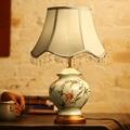 Retro Luz de Leitura Cama Bordado Mesa de Cerâmica Pintados À Mão Cerâmica lâmpadas para o Quarto Estudo Sala de estar E27 40 W Levou lâmpada de Mesa lâmpada