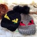 Nueva otoño invierno little devil eyes Monster pom pom bola de pelo de conejo marca de Halloween demonio eyesfemale tejer sombrero gorra de lana