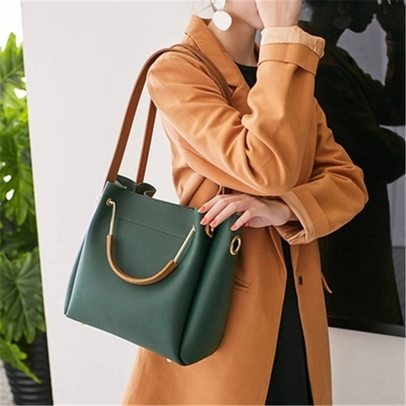 2018 new Bucket handbags tide Korean version of the simple wild Messenger bag shoulder bag stylish and simple bucket bag wild shoulder messenger bag