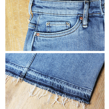 تنورة جينز بفتحه من الأمام