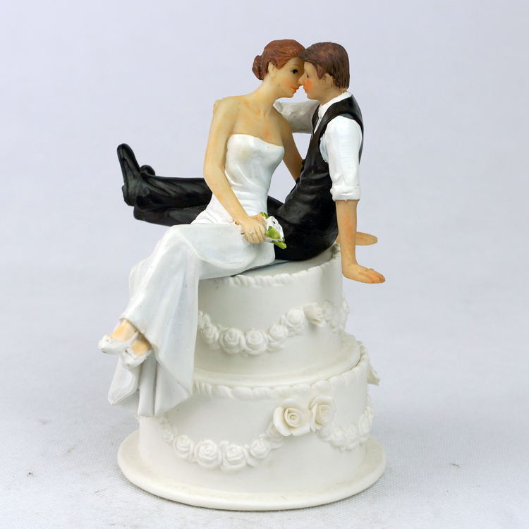 wedding cake toppers that look like bride and groom the look of and groom figurine wedding 26608