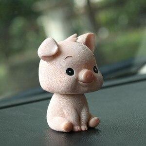 Ozdoba samochodu śliczna żywica wstrząsnąć głową zabawka świnka piękne samochody wnętrze dekoracja deski rozdzielczej kiwając zabawki akcesoria samochodowe