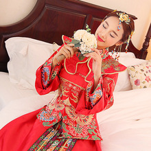 цены 2018 Phoenix gown Chinese fashion show kimono Outfit Spring and summer clothing Xiu he Chinese red wedding dress bride cheongsam