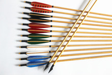 12Pcs 33″ Wood Arrows Streamlined Turkey Feather Archery Wooden Arrows Recurve and Long Bow Hunting