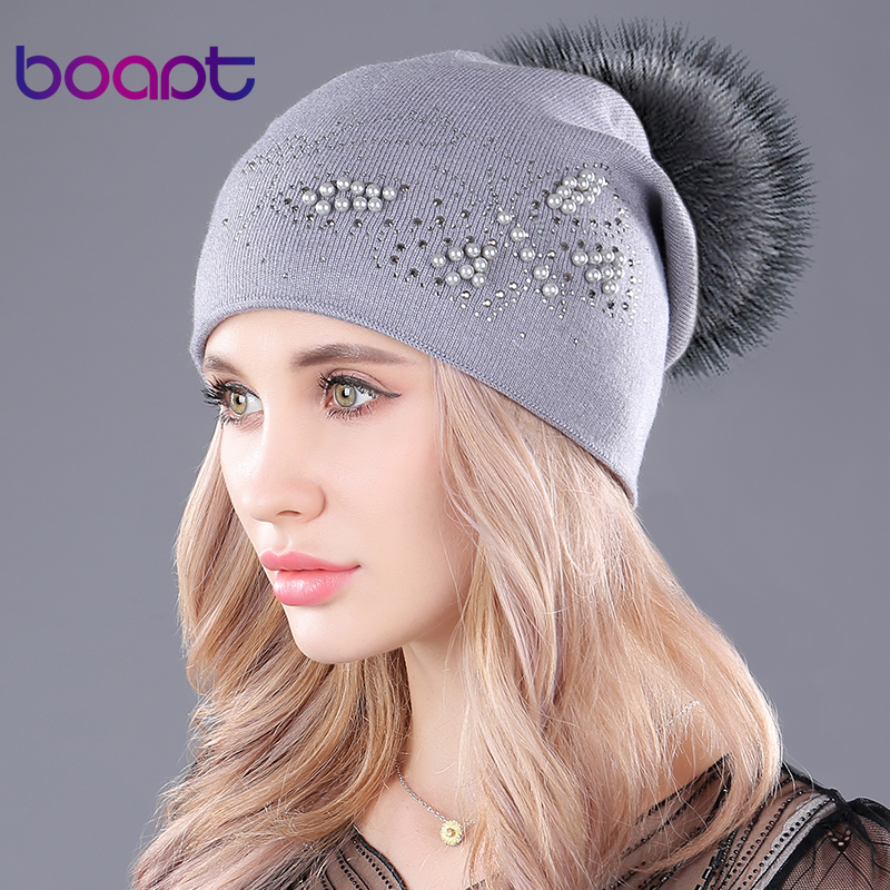 Boapt  pérola natural de pele de guaxinim chapéus cashmere malha chapéu  pompom fofo para fac329e1668