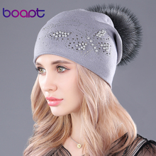 [Boapt] parel natuurlijke wasbeer bont hoeden kasjmier gebreide pluizige pompon hoed voor vrouwen caps casual winter vrouwelijke skullies mutsen