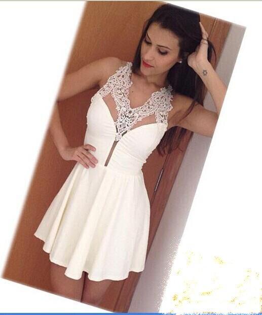 Mujeres con vestidos blancos