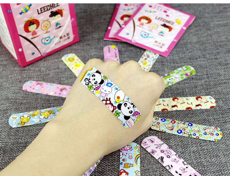100 Pcs/box Waterproof Breathable Cute Cartoon Bandages Aid Hemostasis Adhesive  First Aid Emergency Kit For  Children