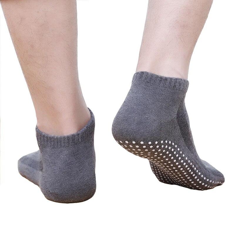 1Pair/Lot Men's Cotton Non-slip Yoga Socks with Grips Breathable Anti Skid Floor Socks for Pilates Gym Fitness Barre, Size 39-44