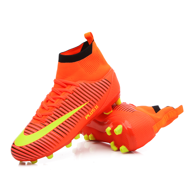 Baru Kedatangan Pria Sepakbola Cleats Sepatu Profesional Outdoor Futsal Sepatu  Bola TF FG Tinggi Pergelangan 5ca0985f8b