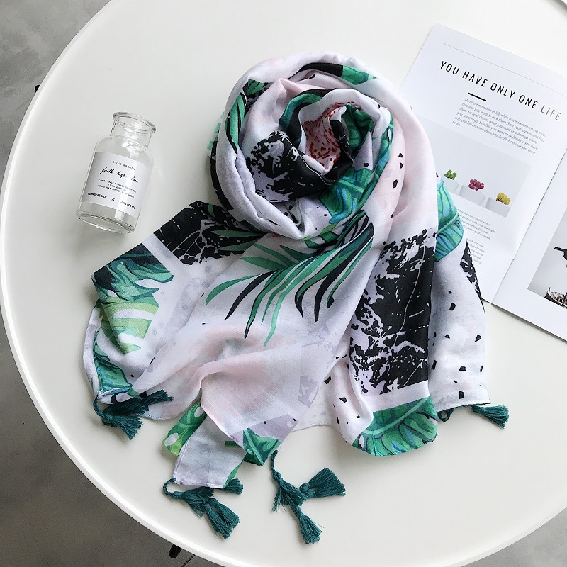 2019 Newest Cotton Big Leaf Print Tassel   Scarves   Shawls Floral Print Beach Tassel   Scarf     Wrap   Hijab 10pcs/LOT Free Shipping