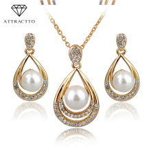 ATTRACTTO Simulated Pearl Jewelry Sets For Women Crystal Bridal Jewellery Set Wedding Bijoux Fashion Jewelry 2018 SET140029
