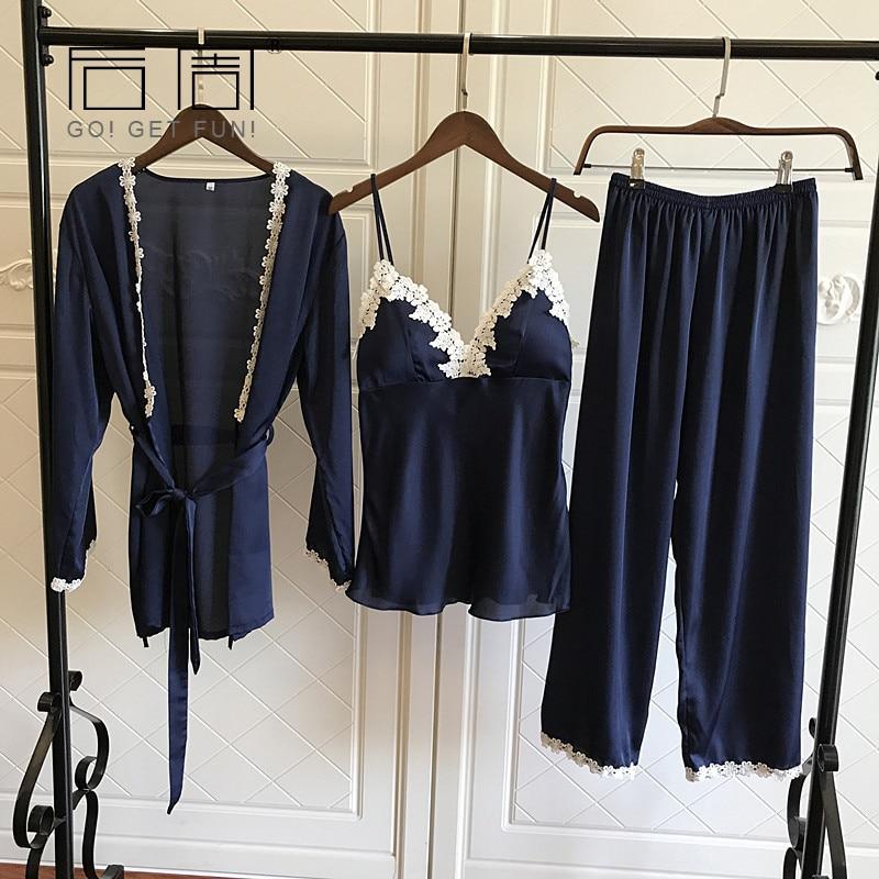 Satin Pyjamas für Frauen Elegante 3 Stück Nachtwäsche Weibliche Sexy Spitze Zu Allen Jahreszeiten Seide Pyjama Set Mantel + Vest + hosen 2017 Pijama