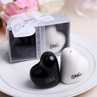 2pcs Set Wedding Party Favors Decor Heart Shaped MR MRS Ceramic Seasoning Pot Pepper Salt Shaker