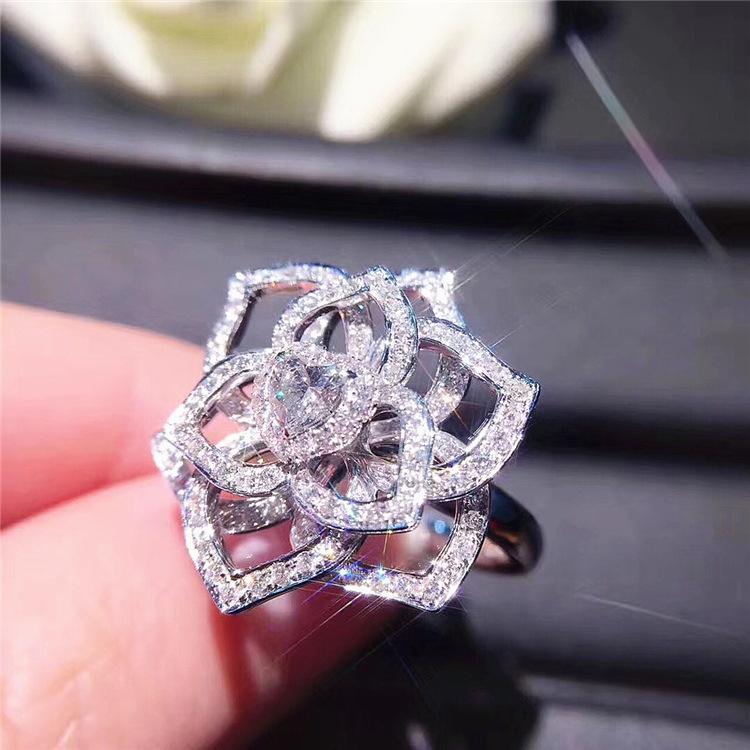 Женское кольцо с цветком из серебра s925 пробы фианитом и камнями