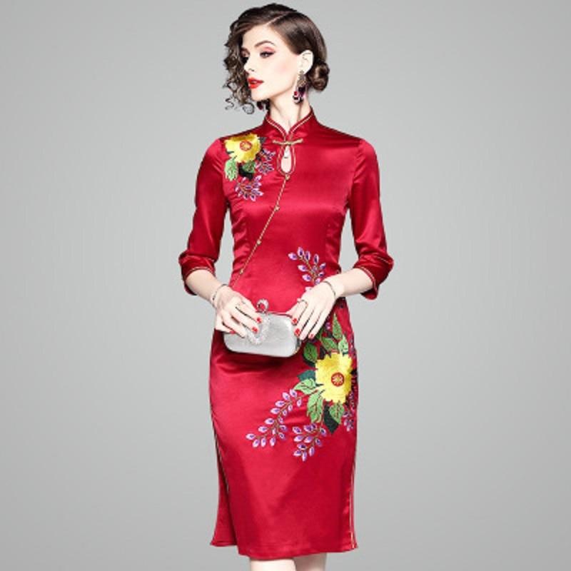 Style Femmes Robes Cheongsam Broderie Partie Supérieure 2018 Chinois De Vintage Qualité Rouge Dames New Printemps Crayon Robe 7ZB8wqd0