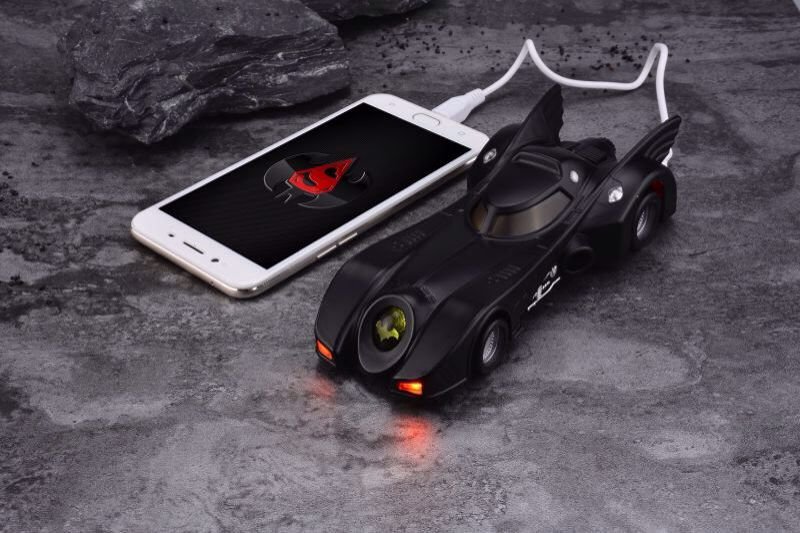 imágenes para Cargador inteligente 1/6 Película Maestra MMS 170 1989 89 Batmobile Batman Bat energía Móvil 10000 mah para el iphone Samsung Huawei xiaomi