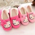 2016 Invierno Pantufas Pantufa Hello Kitty Mujeres de los Deslizadores de Interior Zapatos Caseros Zapatos de Felpa Zapatillas de Casa Caliente Suave Bowtie Mocasines