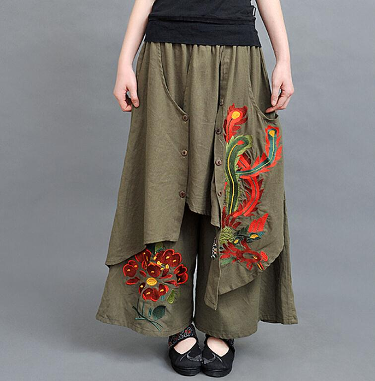 Baggy pants spare women the daily battle with skinny jeans or other tight-fitting garments. But easy as they may be to slip into, baggy pants only look good if you heed a few styling rules. But easy as they may be to slip into, baggy pants only look good if you heed a few styling rules.