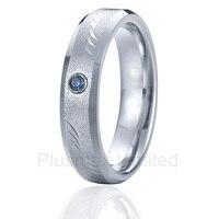 Титан стали ювелирные изделия превосходное значение и обслуживание выгравировать картины мужчины обручальные кольца с голубым камнем