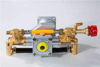 sprayer pump for Two Stroke engine,standard brass pump with grease cup,knapsack power sprayer spare parts, made for TU26 engine yto ytr3105t51s ytr2105 engine parts for tractor the water pump part number