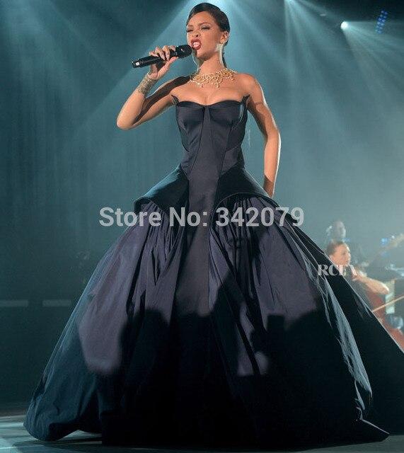 M12 Rihanna vestido de un azul medianoche duquesa y sin tirantes de ...