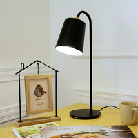 Современные Гостиная исследование желтый Утюг настольная лампа детская комната Спальня прикроватные тумбочки, настольные лампы led Личност