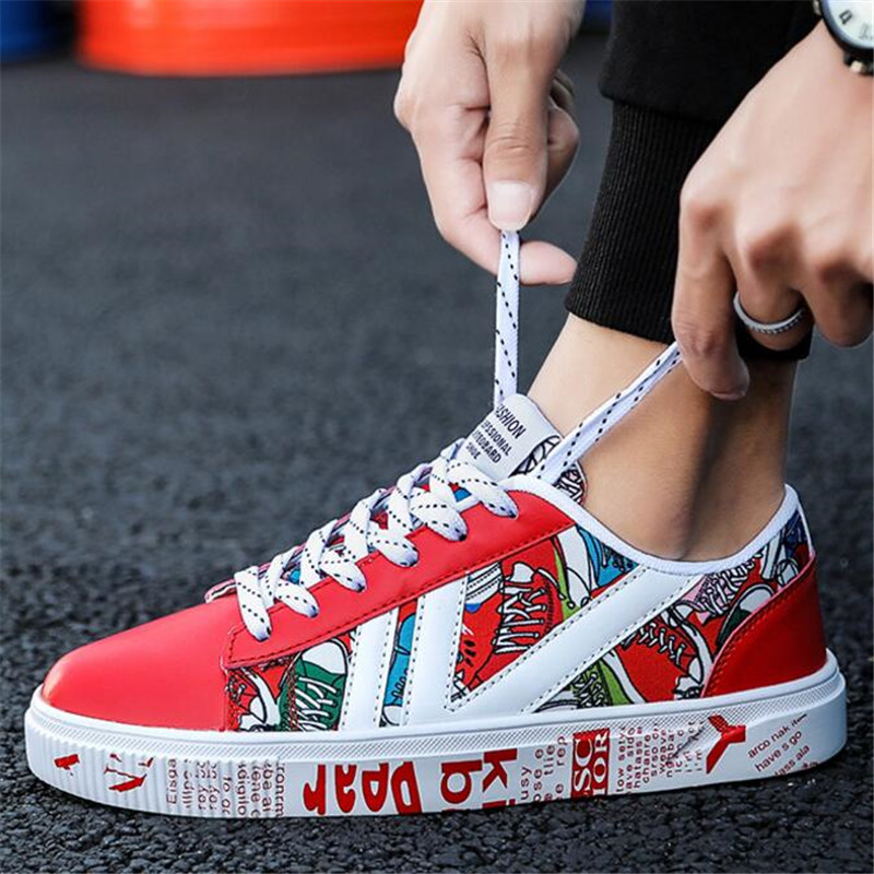 Men's wild casual movement shoes spring and autumn flat men's white shoes classic retro graffiti letters ins trend board shoes