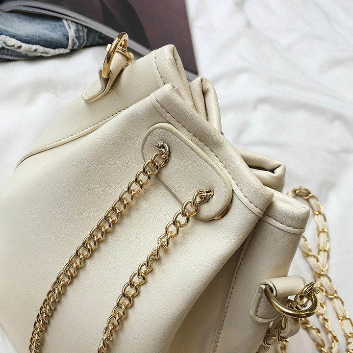 Rdywbu Handmade Flowers Bucket Bags Mini Shoulder Bags With Chain  Drawstring Small Cross Body Bags Pearl Bags Leaves Decals H153-in Top-Handle  Bags from ... 66441c8bc066