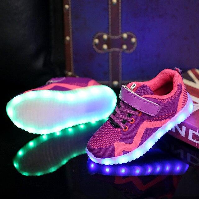 1c5ec1a3aff USB Opladen Kinderen Sport Jongens Sneakers Schoenen met Led Licht  Gloeiende lichtgevende Sneakers voor Meisjes Casual