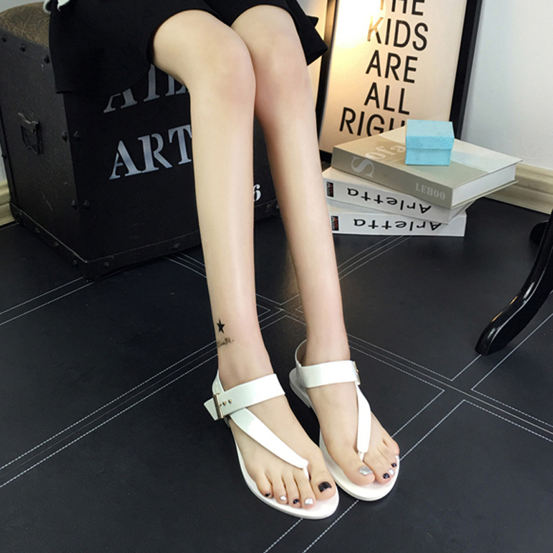 Summer new style sandals Women's Korean version of the belt buckle pinch jelly sandals Flat bottom beach flip-flops wholesale стоимость